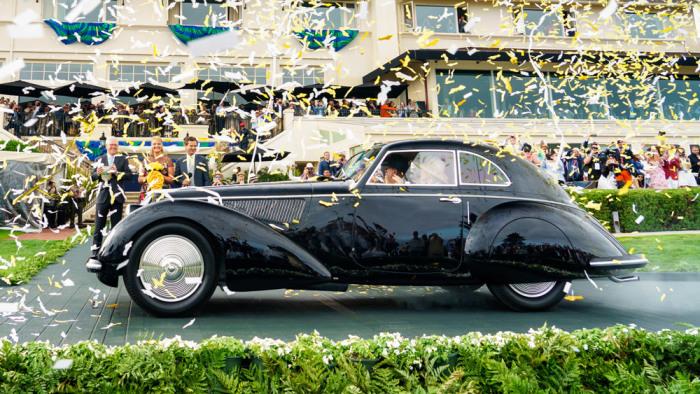 Конфетти в честь автомобиля, ставшего «Best of Show». | Фото: robbreport.com.