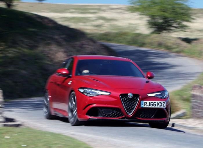 Очень красивый и быстрый итальянский седан Alfa Romeo Giulia Quadrifoglio. | Фото: autocar.co.uk.