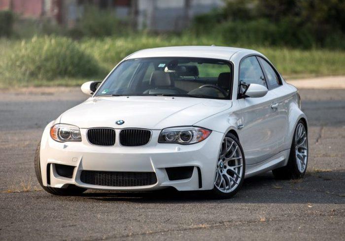 Спортивное купе BMW 1M. | Фото: bmwblog.com.