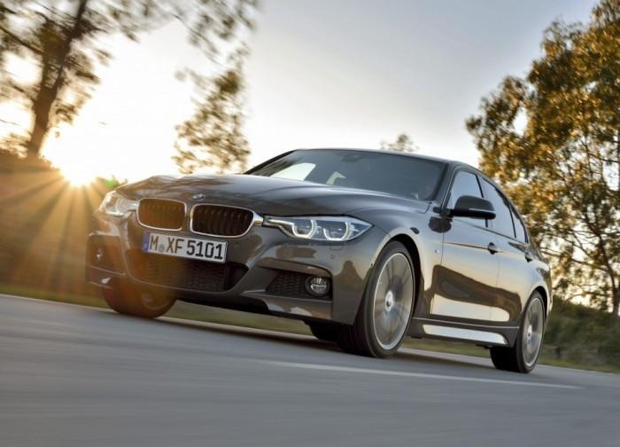 Седан BMW 3 серии 2015 года на проселочной дороге.   Фото: cheatsheet.com.
