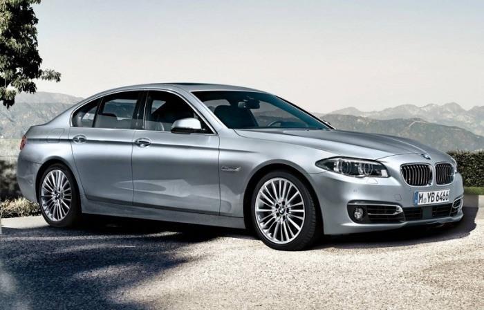 Серебристый седан бизнес-класса BMW 535i 2014 года. | Фото: cheatsheet.com.