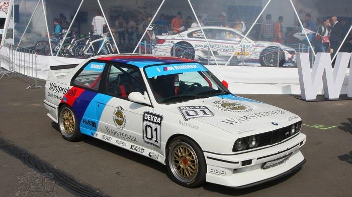 BMW M3 Е30 в гоночной раскраске.