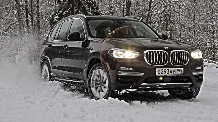 Новый BMW X3 оснащается бензиновыми и дизельными двигателями объемом 2,0 и 3,0 литра. | Фото: youtube.com.