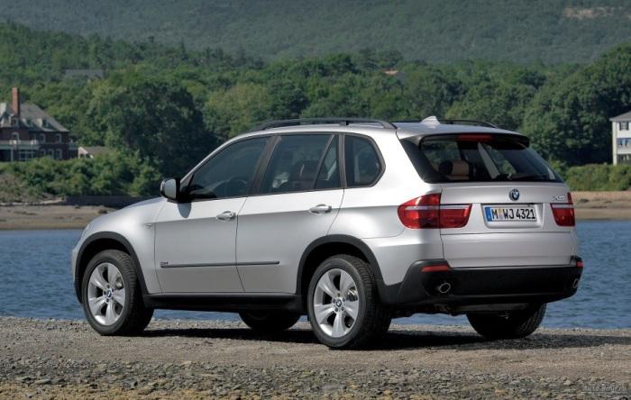 Кроссовер BMW X5 второго поколения - роскошный автомобиль с кучей проблем.