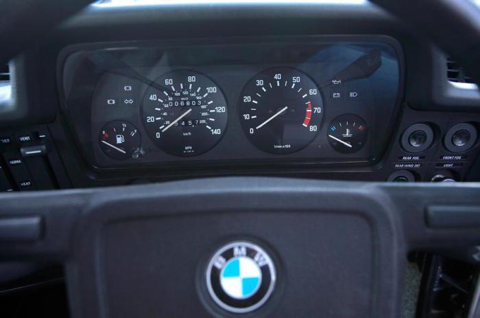 Торпедо седана BMW 3-Series E21.