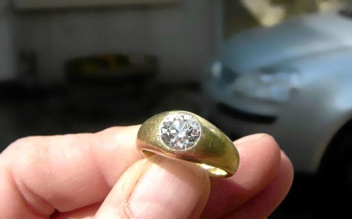 Не каждый может отличить настоящее золото от дешевой подделки. | Фото: zr.ru.