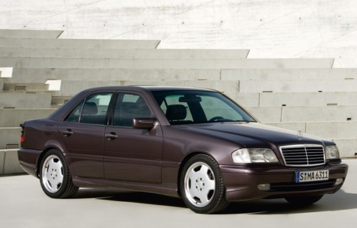 «Заряженный» Mercedes-Benz C36 AMG выпускали с 1993 по 1996 год.