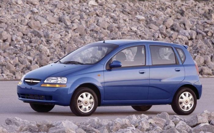 Седаны и хэтчбеки Chevrolet Aveo первого поколения выпускаются с 2002 года и, под другими названиями, до сих пор. | Фото: cheatsheet.com.