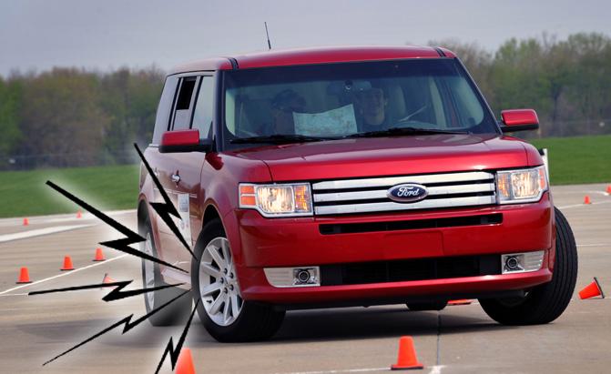 Неисправный ШРУС можно определить в поворотах. | Фото: autoguide.com.