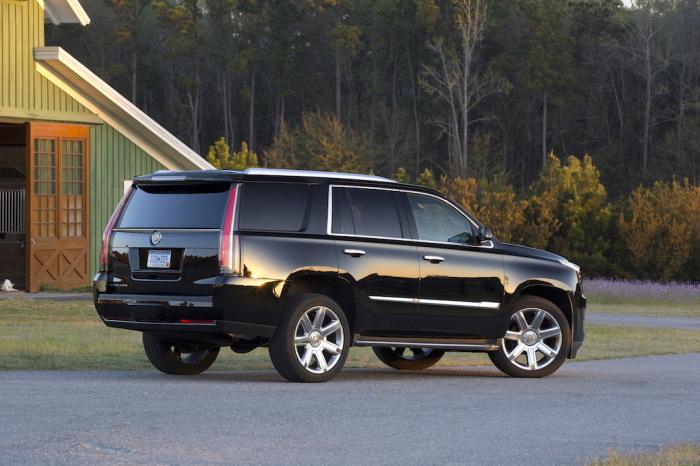 Внедорожник Cadillac Escalade 2015 года - лучше проходите мимо.