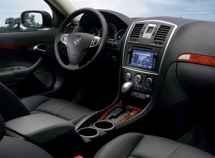 Роскошный салон компактного представительского седана Cadillac BLS. | Фото: blamper.ru.