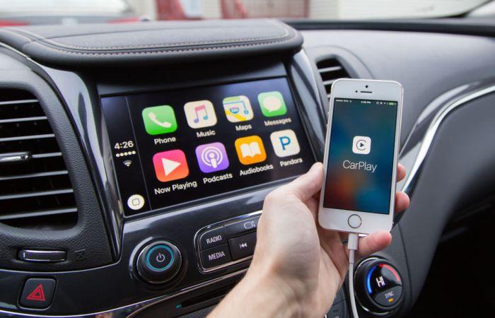 Подключение смартфона через операционную систему автомобиля.