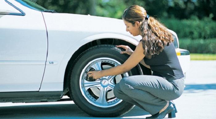 Проверка давления в шинах.