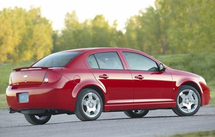 Бюджетный седан Chevrolet Cobalt 2008 года.   Фото: cheatsheet.com.