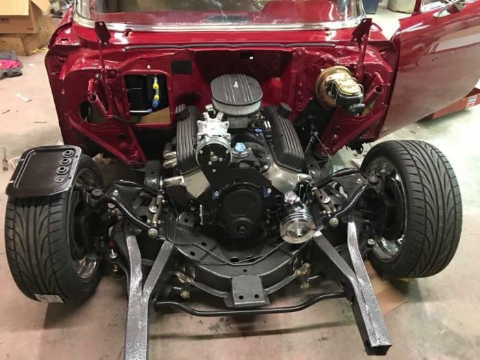 На реставрированной машине стоит двигатель V8 объемом 5,9 литров. | Фото: facebook.com.