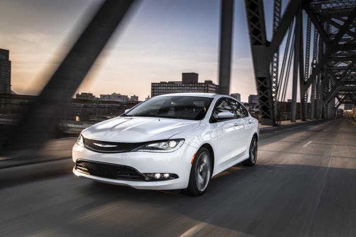 Седан Chrysler 200, не выдержавший конкуренции.