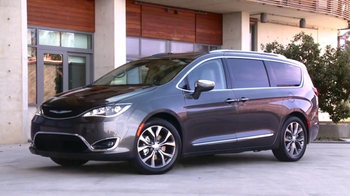 Американский минивэн Chrysler Pacifica в России абсолютно не оценили. | Фото: youtube.com.