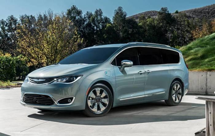Экономичный минивэн Chrysler Pacifica Hybrid. | Фото: autoweek.com.
