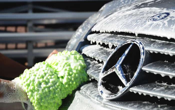 Использование автошампуня при мытье машины. | Фото: forum.thaidvd.net.