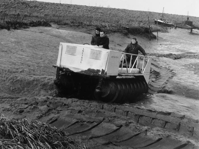 Испытания шнекохода-амфибии DAF Amphirol.   Фото: carstyling.ru.