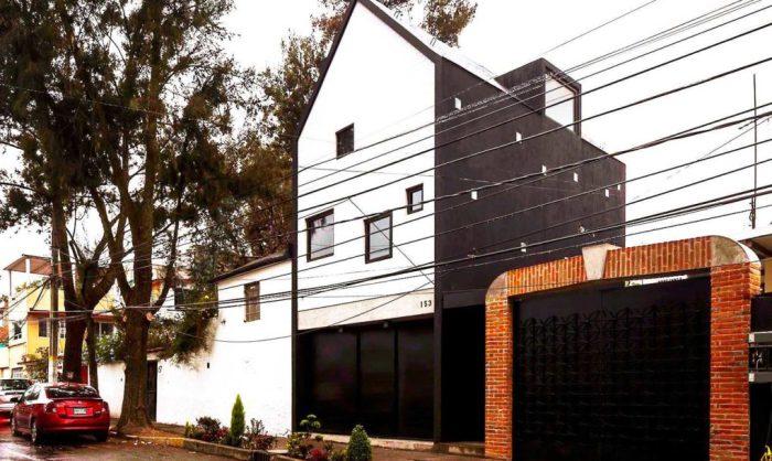 Компактный частный дом Xomali House в центре Мехико-Cити.