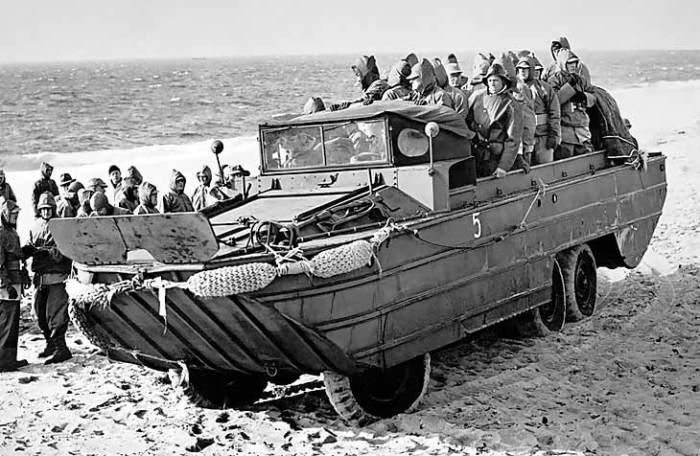 Американская амфибия DUKW-353 могла передвигаться по воде со скоростью до 10 км/ч. | Фото: soviethammer.blogspot.com.