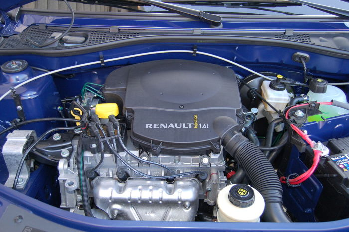 1,6-литровый двигатель Renault  серии К под капотом французского автомобиля. | Фото: ru.wikipedia.org.