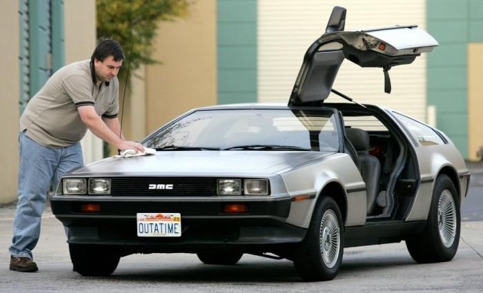 Спортивный автомобиль, прославившийся в фильме «Назад в будущее».