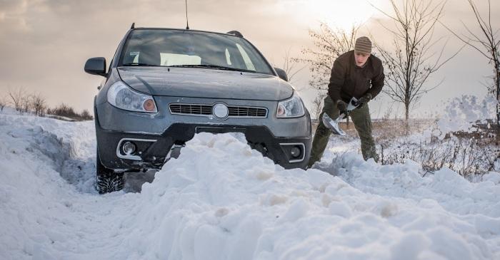 Пока щуп с электроподогревом «работает», можно освободить машину от снега. | Фото: blog.lug-all.com.