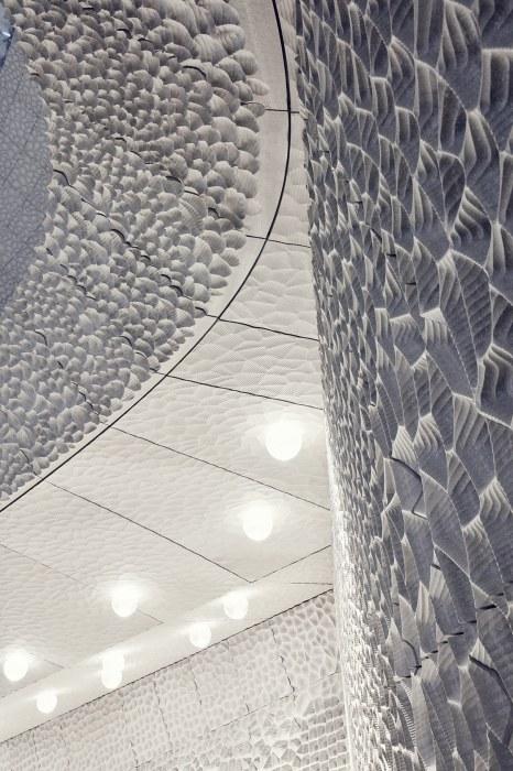 Каждая панель обшивки состоит из маленьких ячеек, рассеивающих звук.