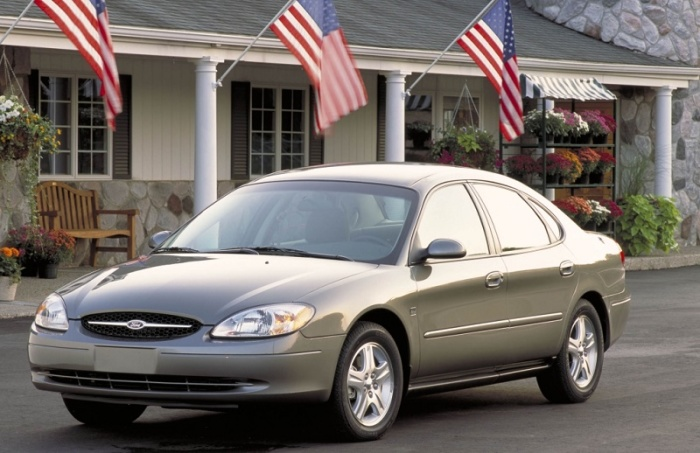 Ford Taurus четвертого поколения (1999-2006).