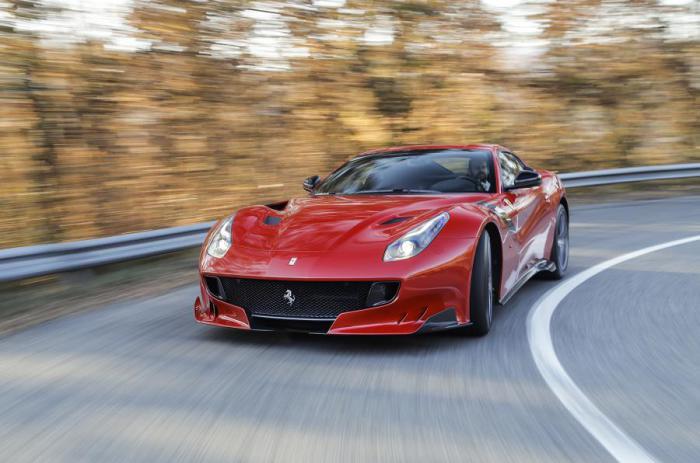 Классический Ferrari: быстрый, красный, сексуальный.