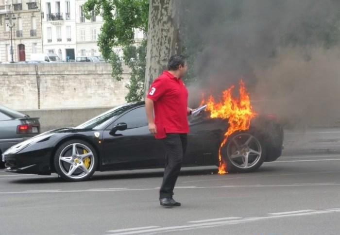 Пылающая Ferrari 458 Italia.