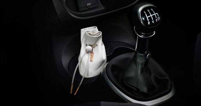 Сумочка для косметики в Fiat 500. | Фото: mopar.eu.