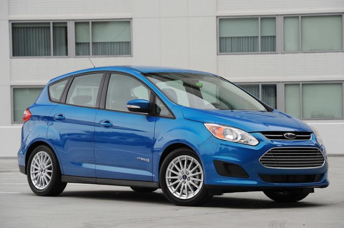 Гибридный компактвэн Ford C-Max Hybrid получил как бензиновый двигатель, так и электромотор. | Фото: darauto.com.ua.