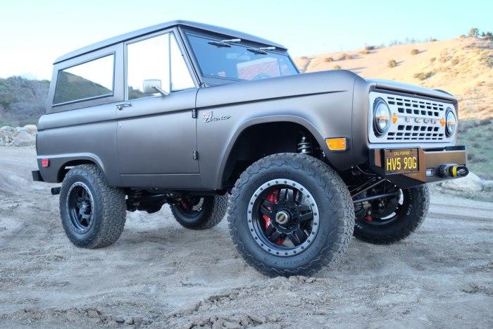 Старый Ford Bronco, ставший крутым внедорожником Icon BR.