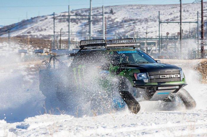 Ford RaptorTRAX в своей родной стихии.