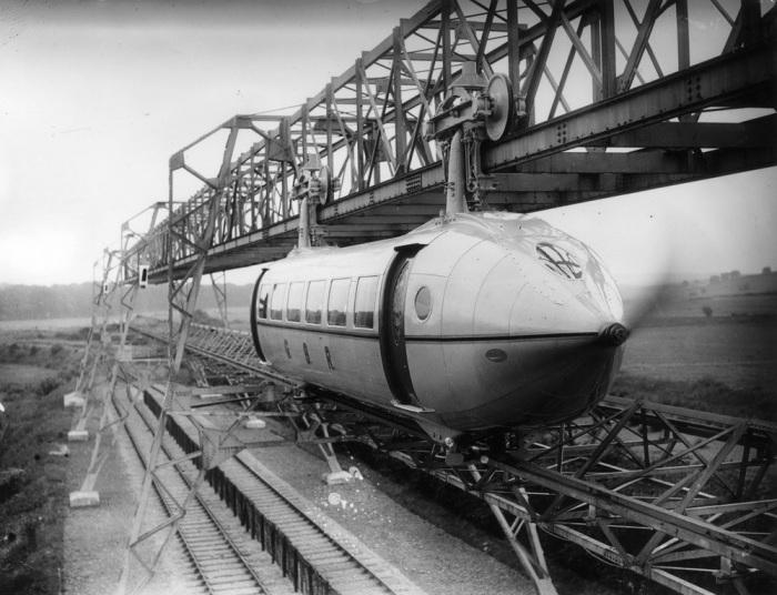 Поезд с пропеллером конструкции Джорджа Бенни. | Фото: dailymail.co.uk.