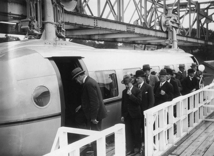 Пассажиры уникального поезда Джорджа Бенни. | Фото: dailymail.co.uk.