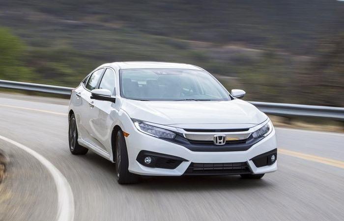 К 2018 году автомобили Honda Civic  стали намного больше, чем были еще в 1990-х. | Фото: tuvanmuaxe.vn.