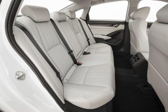 Комфортный и удобный салон Honda Accord десятого поколения. | Фото: cheatsheet.com.