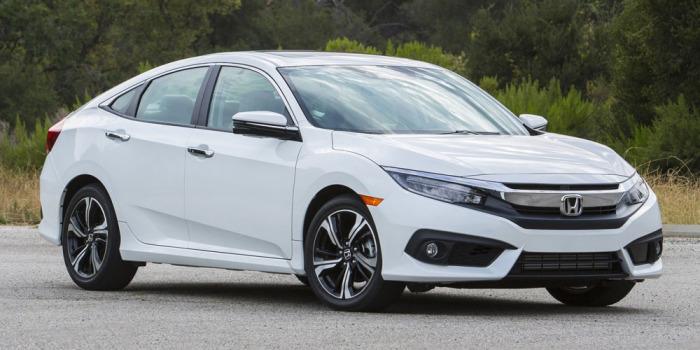 Honda Civic - 10-е поколение популярного бренда.