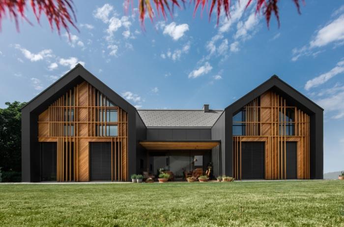 Фасад House XL встречает  большой площадью остекления.