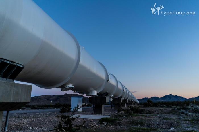 Туннельный трубопровод для вакуумного поезда Hyperloop. | Фото: hyperloop-one.com.