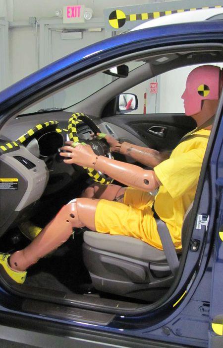 Стоимость манекена, начиненного скоростными высокоточными датчиками, достигает $ 400 000.