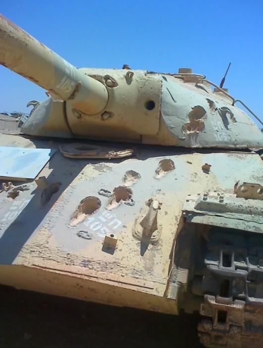 Этот танк ИС-3 безрезультативно обстреливали 105 мм орудием. | Фото: trinixy.ru.