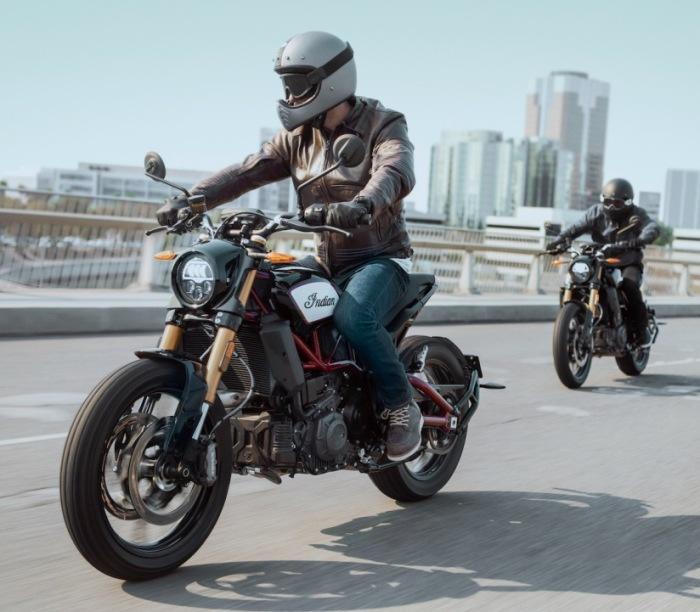 В отличие от «классических» Indian, у нового FTR 1200 внушительный клиренс. | Фото: ultimatemotorcycling.com.
