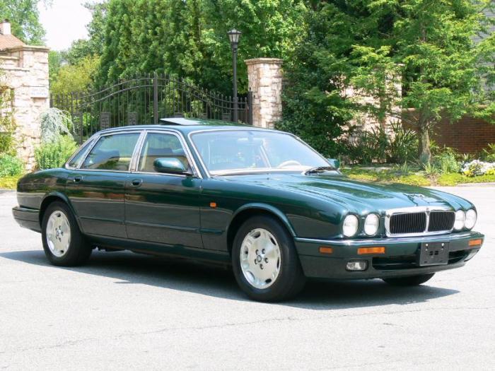 Представительский седан Jaguar XJ бессменно выпускается с 1968 года.