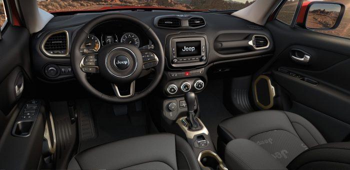 Салон американского кроссовера Jeep Renegade. | Фото: lithiachrysleranchorage.com.
