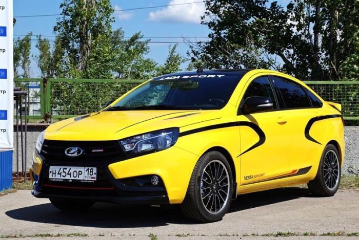 Первый экземпляр серийной Lada Vesta Sport. | Фото: autonet.ru.